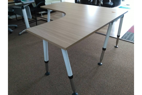 L Shape Table w Adjustable  Vio Leg